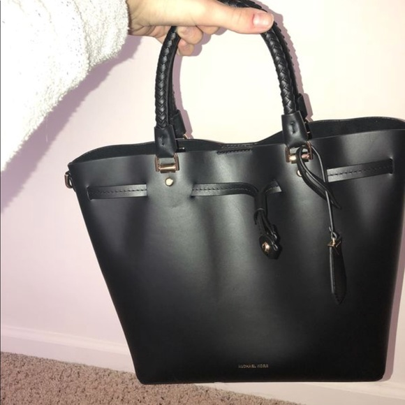 93f0e8f8e89bb Michael Kors Blakely leather bucket bag. M 5b74d714fb3803299c2ddfcf